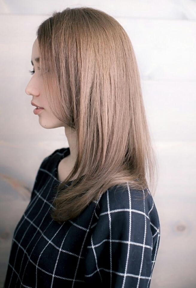 うる艶ストレートヘア×柔らかい自然な仕上がりの自然派ストレート横
