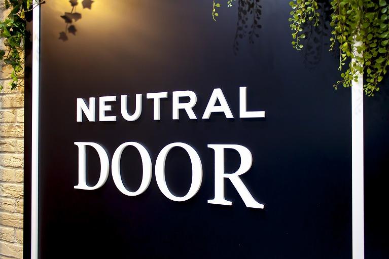 NEUTRAL DOOR