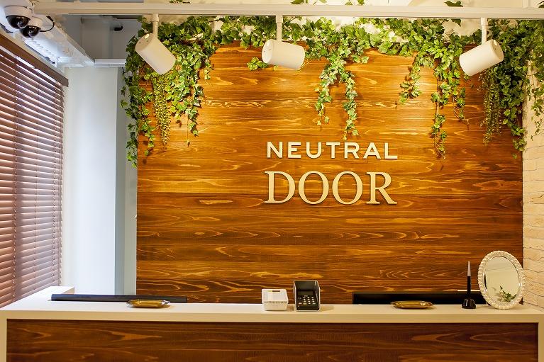 NEUTRAL DOOR4